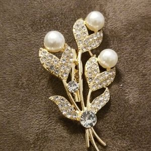 Crystal gold and rhinestone brooch with pearls